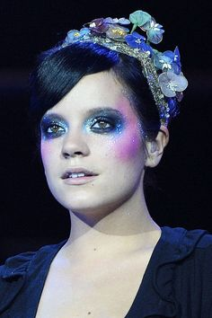 Celebrity Beauty Trends: Neon and bright makeup (Glamour.com UK)