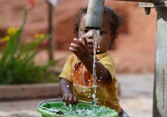 Bilderesultat for kvinner og barn vannmangel afrika photography
