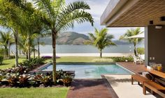Casa de praia tem quiosque de luxo de frente para o mar - Jornal O Globo