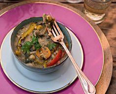 Curry de grão-de-bico com cogumelos e leite de coco