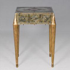 Eglomised Beistelltisch. Antik gemachter Spiegel in Gold-Metallblatt, antik vergoldete Beine. http://www.deSaive-deSign.de/Eglomise-Beistelltisch…