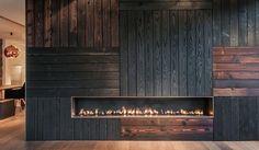 Les architectes, designers, artistes se sont emparés de cette technique aux variations infinies. On brûle plus ou moins, on gratte plus ou moins, ce qui permet d'obtenir toute une gamme de noirs. La surface devient dure en se carbonisant, opaque et douce comme de la peau si on la débarrasse de tous les résidus de bois brûlé. Elle devient hydrophobe grâce à l'huile de finition. Cette technique anoblit les matériaux, fascine par les noirs profonds qu'elle suscite, tour à tour mats ou…