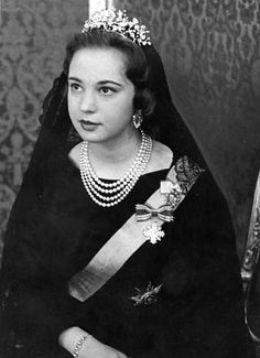 in 1964, wearing the floral tiara to the vatican