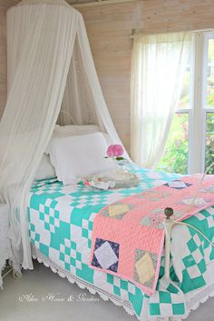 Aiken House & Gardens: A Quilt Lover's Tea in the Gardener's Cottage Country Cottage Interiors, Cabin Interiors, Shabby Chic Cottage, Cozy Cottage, Cottage Style, Farmhouse Style, Country Look, Country Decor, Turquoise Cottage