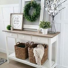 Shabby Chic home decor designs ref 4284865187 to attain for one simply smashing, sweet room. Please jump to the diy shabby chic decor ideas website now for other hints. Shabby Chic Flur, Shabby Chic Entryway, Shabby Chic Homes, Shabby Chic Furniture, Living Room Decor Shabby Chic, Rustic Entryway, Front Entryway Decor, Shabby Chic Salon, Shabby Chic Apartment
