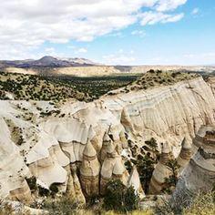 New Mexico Kasha Katuwe Tent Rocks National Monument. West Coast Canada, West Coast Trail, Tent Rocks New Mexico, Hiking Usa, New Mexico Style, Land Of Enchantment, Arizona Travel, Road Trip Usa, Usa Roadtrip