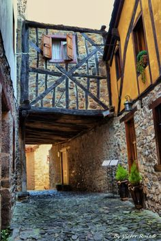 Potes Beautiful Sites, Wanderlust, Windows, Doors, Country, Cool Stuff, World, House Styles, Hotels