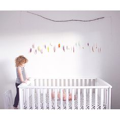 DIY Gold Dipped Feather Garland - such a fun accent in the nursery!