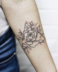 Roses are pretty but i'd rather be happy like a sunflower tattoos dövm Dreieckiges Tattoos, Mini Tattoos, Forearm Tattoos, Cute Tattoos, Body Art Tattoos, Sleeve Tattoos, Tatoos, Arrow Tattoo Ribs, Feather Arrow Tattoo
