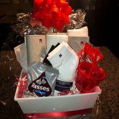 Creative Gifts For Boyfriend, Cute Boyfriend Gifts, Boyfriend Gift Basket, Bf Gifts, Diy Gifts For Him, Diy Crafts For Gifts, Birthday Gifts For Boyfriend, Valentine Gift Baskets, Gift Baskets For Him
