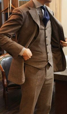 Men's #Fashion: A very nice brown three piece. I like the colour of this suit.