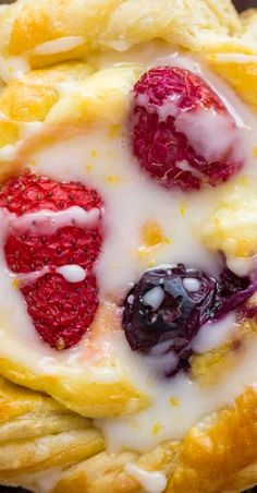 Cream Cheese Danish Recipe With Berries & Lemon Glaze Puff Pastry Desserts, Puff Pastry Recipes, Pastry And Bakery, Pastry Shop, Best Breakfast Recipes, Brunch Recipes, Brunch Ideas, Easter Recipes, Breakfast Ideas