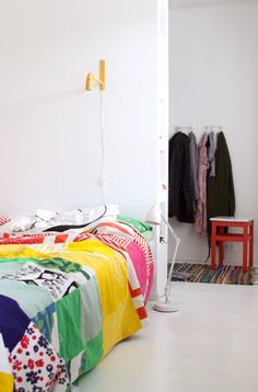 walk through closet Bright Bedding, Modern Scandinavian Interior, Contemporary Quilts, Awesome Bedrooms, Kid Spaces, Children's Place, House Rooms, My Room, Home And Living