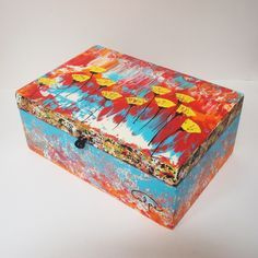 CalpeArts, caja pintada a mano. http://calpearts.blogspot.com.es/p/broches.html