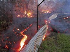 The lava flow from the Kilauea volcano moves over a fence on private property near the village of Pahoa, Hawaii Oct. The lava flow from the Kilauea volcano has been slithering toward. Big Island Hawaii, Academia Militar, Hawaii Volcano, Hawaii Homes, Lava Flow, Active Volcano, Cool Landscapes, Life Photo, Island Life