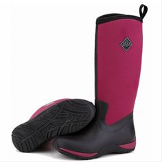 By far our most popular colourway. The Black and Maroon Arctic Adventure ooze style as well as practicality. The 4mm thick neoprene ensures your feet stay warm and dry in wet wintery conditions. Hand made on a ladies last these boots are perfect for slipping on and off for any activity.