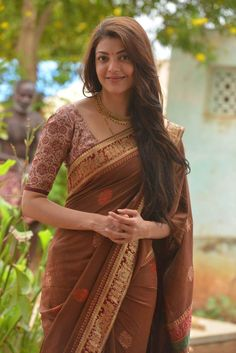 Kajal Agarwal is one of the most popular and beautiful actresses South Indian Actress. She is also work in Bollywood. Kajal Agarwal work on many South Indian Movies and Bollywood Movies. Indian Beauty Saree, Indian Sarees, Indian Dresses, Indian Outfits, Saris Indios, Kajal Agarwal Saree, Indische Sarees, Simple Sarees, Outfit