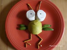 Fly Guy (if you don't know, it's a Tedd Arnold book) Munchie Mom: Day 130 Preschool Snacks, Craft Activities For Kids, Crafts For Kids, Edible Crafts, Edible Food, Cute Food, Good Food, Bug Snacks, Giant Marshmallows