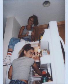 Ideas Vintage Girl Photoshoot Friends Ideas Vintage Girl Photoshoot FriendsYou can find Best friend pictures and more on our Ideas Vintage Girl Photoshoot . Photos Bff, Cute Photos, Bff Pics, Sister Photos, Beautiful Pictures, Best Friend Fotos, Best Friend Pics, Crazy Best Friends, Three Best Friends