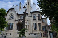 Casa Cananău (1913-1926) azi Restaurant IL Giglio, Constanța Restaurant, Mansions, Architecture, House Styles, Home Decor, Twist Restaurant, Mansion Houses, Arquitetura, Homemade Home Decor