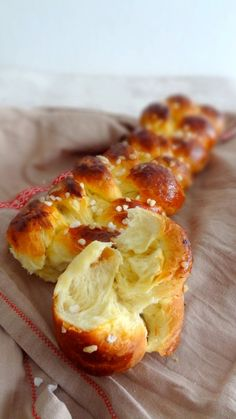 Brioche in all its forms (CAP pastry) Brioche Bread, Bread Bun, Croissants, Cooking Chef, Cooking Recipes, Bread Dough Recipe, Sweet Buns, Flaky Pastry, Bread And Pastries
