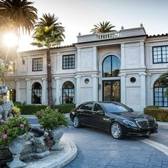 Gorgeous exterior! Dream Mansion, Dream Houses, Luxury Houses, Big Houses, Beautiful Homes, Interior Photo, Mercedes Maybach S600, Maybach Car, House Exteriors