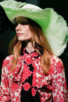 Gucci Spring 2017 Menswear Fashion Show Details Gucci Spring 2017, Fashion Show, Mens Fashion, Alessandro Michele, Hat Hairstyles, Redheads, Menswear, Ready To Wear, Bell Sleeve Top