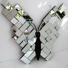 Mosaic with mirror tiles If you are in full bloom, the butterflies will come to … Mirror Mosaic, Mirror Tiles, Mosaic Art, Mosaic Glass, Glass Art, Mosaic Tiles, Mirror Crafts, Diy Mirror, Mirror Art