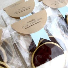 Packaging Baked Goods in Your Kitchen - Creative Resourceful Ideas by Jenny Steffens Hobick Cookie Packaging, Pretty Packaging, Food Packaging, Packaging Design, Packaging Ideas, Plastic Bag Packaging, Packaging Supplies, Black And White Cookies, Black White