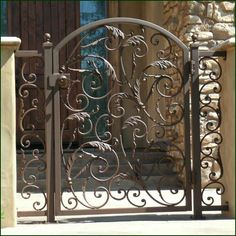 trendy ideas for metal door gate wrought iron Metal Gates, Wrought Iron Fences, Tor Design, Gate Design, Iron Gates Driveway, Porche, Iron Work, Wooden Fence, Rustic Fence