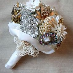 Here is the new wedding trend - vintage bridal bouquets with brooches and pearls. To make such a stunning DIY brooch wedding bouquet we need any jewelry Small Wedding Bouquets, Wedding Brooch Bouquets, Wedding Flowers, Wedding Dresses, Broach Bouquet, Diy Bouquet, Broschen Bouquets, Vintage Bridal Bouquet, Diy Girlande
