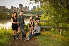 10 Tips for Creating Great Family Portraits #photography #phototips http://digital-photography-school.com/10-tips-for-creating-great-family-portraits/