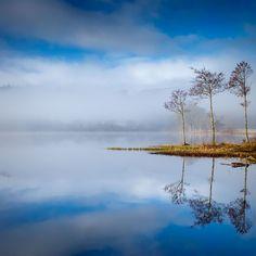 Entre el cielo y el reflejo de ser