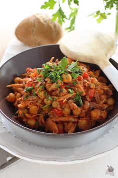 Ropa Vieja Gastronomia Canaria Spanish Kitchen, Spanish Food, Tapas, Island Food, Chana Masala, Fried Rice, Wine Recipes, Love Food, Clean Eating