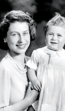 Isabel II de Inglaterra con su hijo Carlos