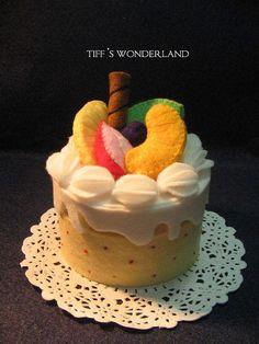 fruitcakebox by Mintwonderland,   Felt food Flikr group.