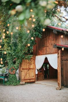 beautiful barn reception | Jen Dillender #wedding