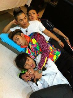 omg! this is funny & cute! but where's Seungri? he must be the photographer..hahaha^^