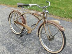 The Schwinn enthusiast site with a growing gallery of vintage Schwinn Bicycles and seller of restoration paints and decals for your vintage Schwinn bicycle. Vintage Schwinn Bikes, Velo Vintage, Vintage Bicycles, Vintage Menu, Velo Beach Cruiser, Cruiser Bicycle, Bicycle Types, Bicycle Pedals, Weird Cars