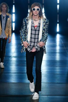 Saint Laurent - Spring 2016 Menswear - Look 76 of 77?url=http://www.style.com/slideshows/fashion-shows/spring-2016-menswear/saint-laurent/collection/76