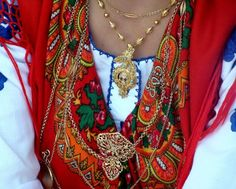 """filigrana -form of working gold or silver like """"crochet"""", typical of North Portugal Mediterranean People, Celtic Nations, Filigree Jewelry, Celtic Symbols, Folk Costume, Fashion History, Portuguese, Boho Fashion, Marie"""