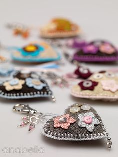 Anabelia craft design: Heart keychains (nice little gifts for the sweet little girls in my life).