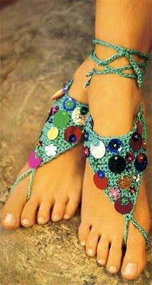 accessoires 5  Site has several patterns for women's sandals, sparkly!