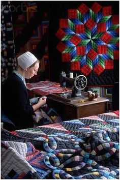 quilting -----> I truly love this. Amish Culture, Sewing Rooms, Amish Quilt Patterns, Amish Quilts, Star Quilts, Wedding Ring Quilt, Star Wedding, Quilting Projects, Quilting Designs