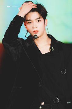 Handsome Asian Men, Handsome Boys, Korean Men, Korean Actors, Korean Drama Stars, Best Kpop, Cha Eun Woo, Fnc Entertainment, Celebs
