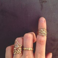 54 Hot Handscapes: How To Wear Stackable Rings With Style Jewelry Box, Jewlery, Jewelry Accessories, Fashion Accessories, Fashion Jewelry, Jewelry Rings, Fashion Ring, Jewelry 2014, Girls Accessories