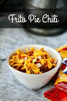Frito Pie Chili, old-fashioned ground beef chili with beans topped with lots of Fritos, melty cheese, and a sprinkling of diced onions. Frito Chili, Frito Pie, Chili Chili, Slow Cooker Tacos, Slow Cooker Chili, Beef Chili Recipe, Chili Recipes, Easy Chilli, Chili Cook Off