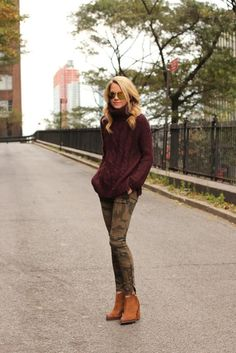 R R Eadie // Atlantic Pacific outfit is everything to us--and our Dir. of Operation's Bauer Bauer Fenster's ideal look! The oxblood oversized sweater, camo skinnies, and cognac suede booties? Looks Street Style, Looks Style, Fall Winter Outfits, Autumn Winter Fashion, Winter Camo, Casual Winter, Camo Skinnies, Camo Skinny Jeans, Camo Leggings