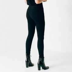 The High Waisted Skinny's sophisticated, feminine silhouette has undeniable impact in our luxe Black Powerstretch fabrication.   Form-fitting and resilient, this material handles expertly around curves, hugging the waist and shadowing your shape for an utterly stunning visual. Sewn front pockets make for a sleek, eye-catching silhouette.