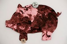 This could be a fun art activity for students to learn about pigs. JI